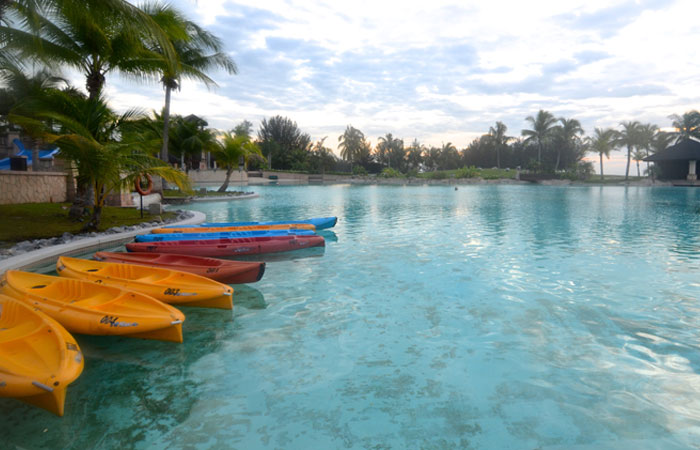 The height of luxury in brunei the empire hotel country - Centrepoint hotel brunei swimming pool ...